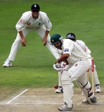 Inzamam-ul-Haq defends a ball