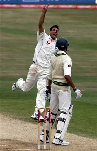 Sajid Mahmood celebrates the wicket of Umar Gul
