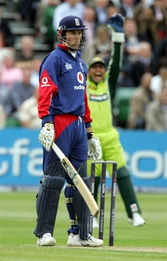 Kamran Akmal celebrates the wicket of Trescothick