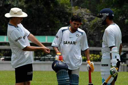 Greg Chappell is giving batting tips to Agarkar