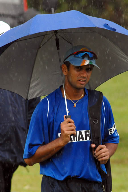 Dravid walks back as rain stop practice session