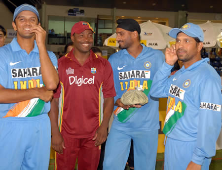 Dravid, Lara, Harbhajan & Tendulkar in the prize distribution ceremony