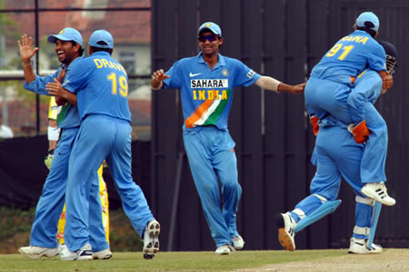 Tendulkar, Dravid & Raina celebrates after getting a wicket
