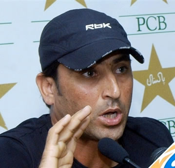 Younis Khan addresses a press conference in Lahore, 05 October 2006.