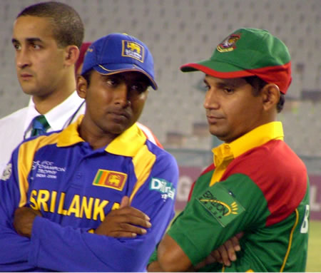 Jayawardene & Habibul Bashar in the prize distribution ceremony