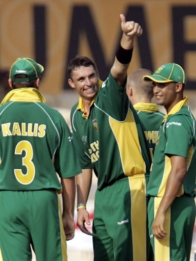 Nel celebrates with teammates after taking a wicket