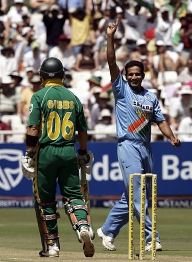 Irfan Pathan celebrates the wicket of Gibbs