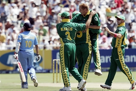 Pollock and his teammates celebrate the wicket of Tendulkar