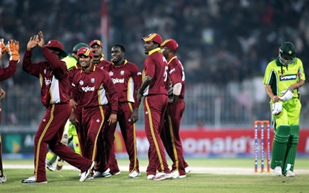 West Indies celebrate the wicket of Younis Khan