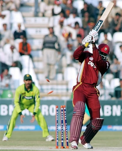 Gayle is bowled by Naved-ul-Hasan