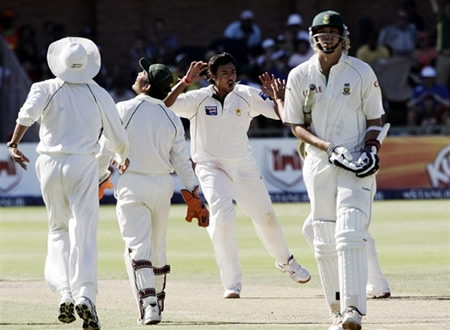 Kaneria celebrates the wicket of Harris