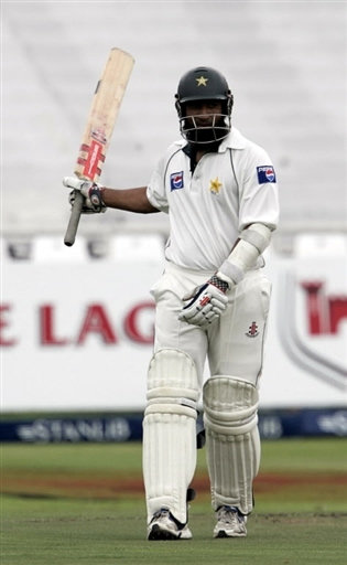 Mohammad Yousuf celebrates his fifty
