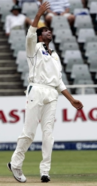 Mohammad Asif celebrates the wicket of Dippenaar