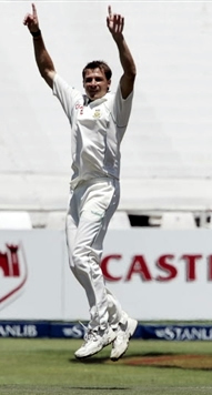 Dale Steyn celebrates the wicket of Hafeez