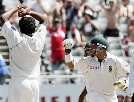 AB de Villiers playsaPrince celebrates after winning the 3rd Test a winning shot