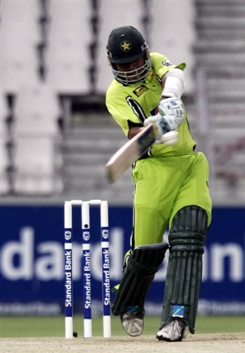 Kamran Akmal plays a pull shot