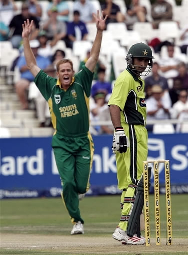Shaun Pollock celebrates the wicket of Imran Nazir