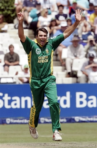 Justin Kemp celebrates the wicket of Shoaib Malik