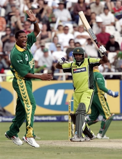 Ntini celebrates the wicket of Naved-ul-Hasan