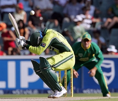Abdul Razzaq avoids a bouncer
