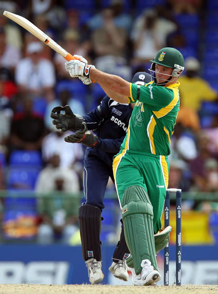 Graeme Smith plays a pull shot