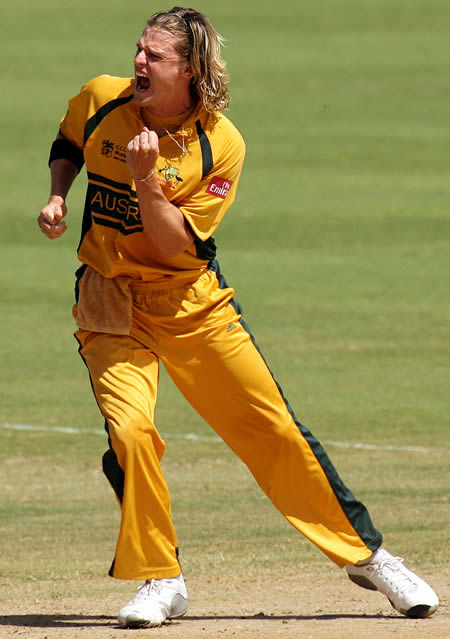 Nathan Bracken celebrates the wicket of Jayasuriya