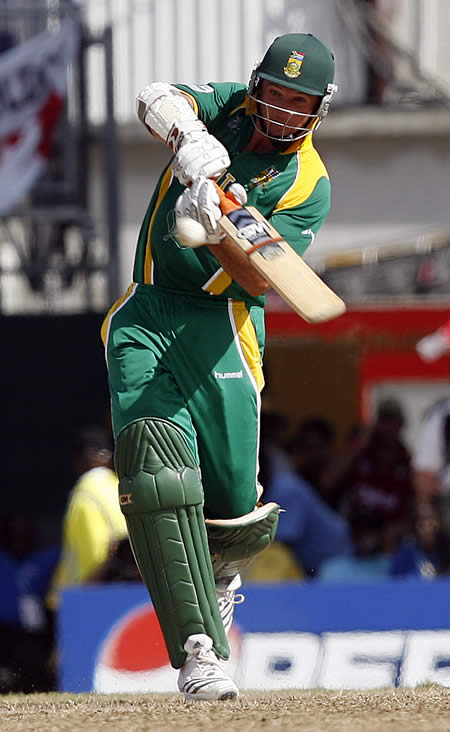 Graeme Smith hits a boundary