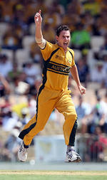 Shaun Tait celebrates the wicket of AB de Villiers