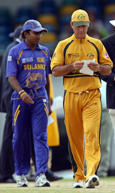 Ricky Ponting & Mahela Jayawardene prepare for the toss