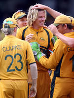 Nathan Bracken is congratulated by teammates after dismissing Tharanga