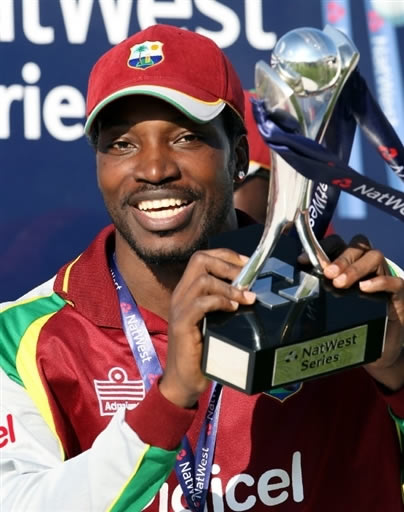 Chris Gayle celebrates with the Natwest trophy