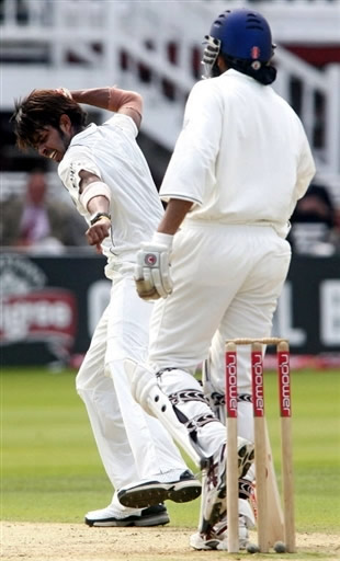 Sreesanth celebrates the wicket of Panesar