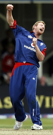 Paul Collingwood celebrates the wicket Ramesh Powar