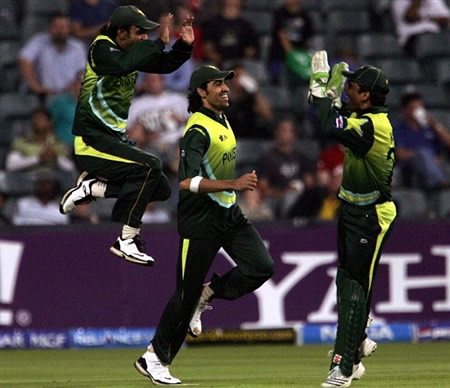 Pakistan players celebrate the wicket Ramyakumara
