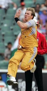Brett Lee about to deliver a ball