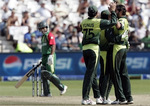 Shahid Afridi celebrates the wicket of Mohammad Ashraful with his teammates