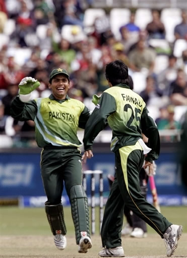Fawad Alam and Kamran Akmal celebrate the wicket of Vincent
