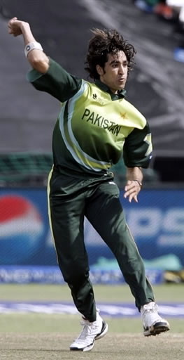 Umar Gul celebrates the wicket of Styris
