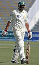 Inzamam-ul-Haq is out just 6-run short to becomes the highest run getter for Pakistan in Test cricket