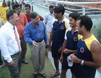 Former Australian wicketkeeper Rodney Marsh being introduced to Dhaka's Bangladesh stars