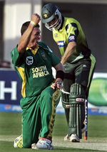 Andre Nel celebrates the wicket of Misbah-ul-Haq