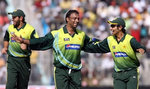Shoaib Akhtar celebrates the wicket of Sachin Tendulkar