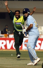 Shoaib Akhtar reacts after Kamran Akmal dropped Ganguly