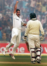 Saurav Ganguly celebrates the wicket of Mohammad Yousuf