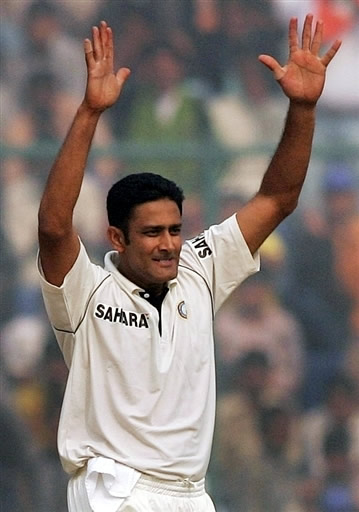 Anil Kumble celebrates the wicket of Yasir Hameed