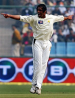 Shoaib Akhtar celebrates the wicket of Wasim Jaffer