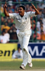 Anil Kumble celebrates the wicket of Salman Butt