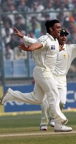 Shoaib Akhtar celebrates the wicket of Dinesh Karthik