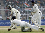 Rahul Dravid takes the wicket of Sohail Tanvir