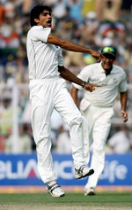 Munaf Patel celebrates the wicket of Misbah-ul-Haq